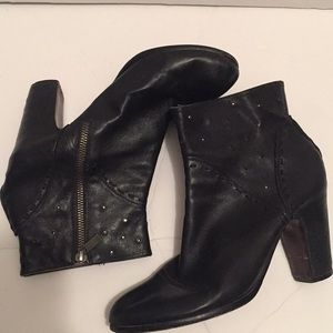 Black leather boots Sz 39 Inside Zipper preloved